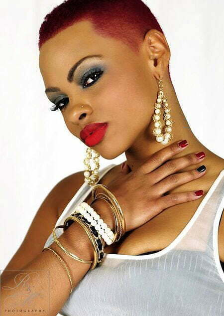 Woman Twa Makeup Black